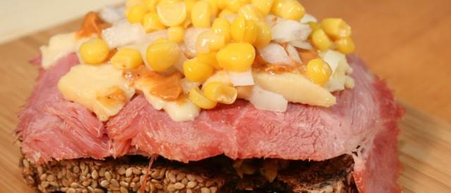 Brødskive med ost og skinke