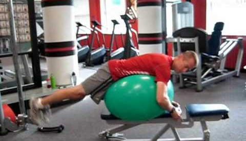 Reverse hyper på fitnessball