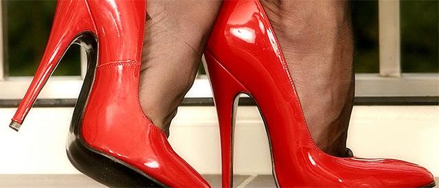 Derfor kan høye hæler gi deg hodepine