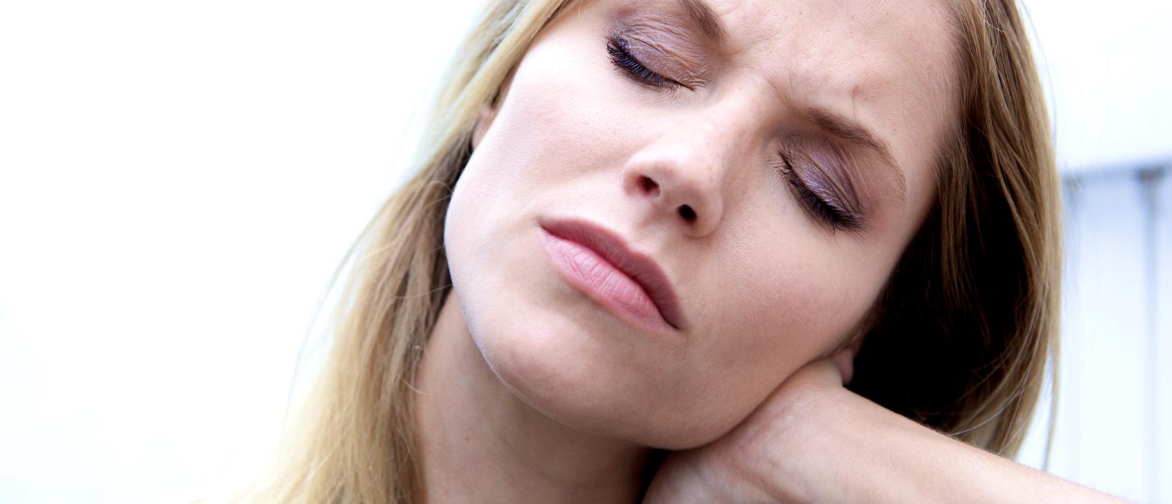 Hodepine stiv nakke og skuldre