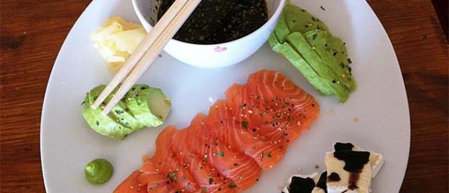 Sashimi  laks med ponzosaus og avokado