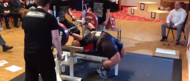 Hildeborg Hugdal med ny verdensrekord i benkpress [video]