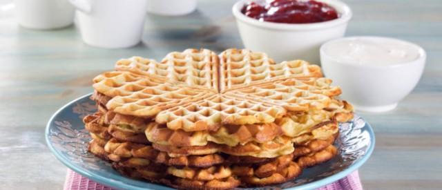 Den store vaffeldagen: Sunne proteinvafler med kesam og bær