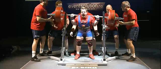 Kjell Egil Bakkelund verdensmester i styrkeløft -83 kg