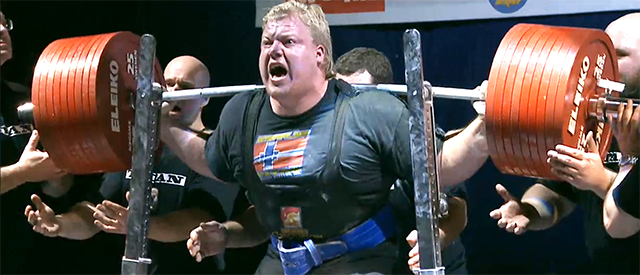 Carl Yngvar satte ny verdensrekord i knebøy med 475 kilo [video]