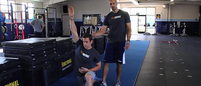 Gjør kroppen klar til trening med Joe DeFranco's Agile 8