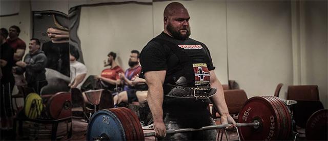 Martin Borgland Rønning løftet hele 880 kilo i styrkeløft uten utstyr