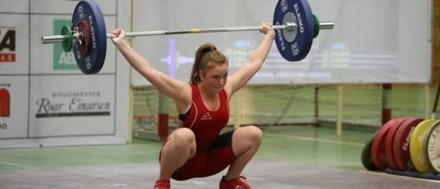 Det går helt fint an å drive med tung olympisk vektløfting som jente