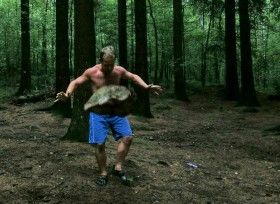 Fitnessbloggen leker seg med tung sten