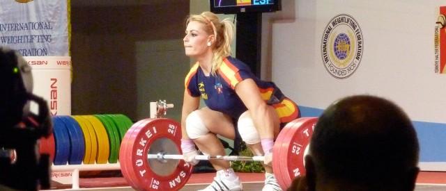 Se Lidia Valentin frivende 140 kg i supersakte film