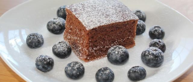 Nydelig sukkerfri sjokoladekake med sukrinmelis og mager kesam