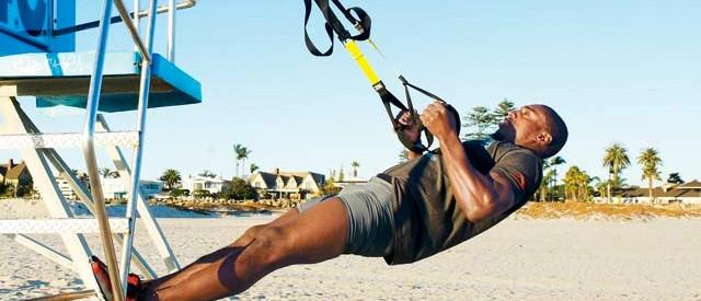 5 effektive slyngeøvelser for rygg og armer