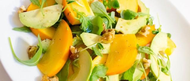 En enkel og frisk herlighet: Avokado- og sharonsalat med limedressing