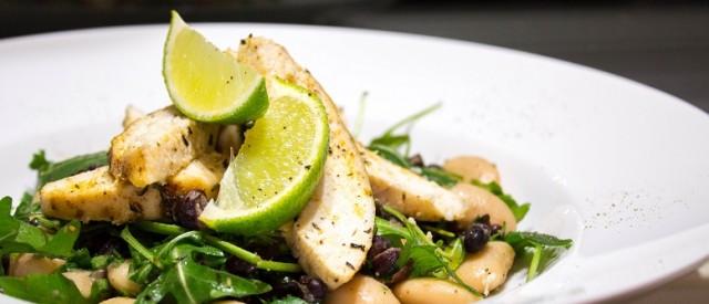 Ovnsbakt kylling med bønnesalat og sennepsvinagrette – en enkel proteinrett
