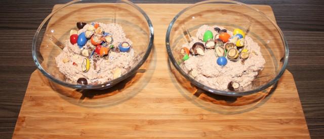 Sukkerfri cottagecheese-krem toppet med «M»