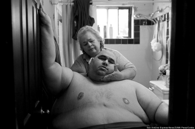 Nov. 9, 2010. At almost 600 pounds, Hector Garcia, Jr. found simple daily tasks like bathing a challenge. He struggled to walk across the hall from his bedroom to the bathroom so that his mother, Elena, could wash him after cutting his hair. A month before, Hector started dieting after he realized he was close to his highest known weight, 636 pounds. (Lisa Krantz/San Antonio Express-News/ZUMA Press/Corbis)