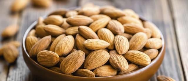 9 helsefordeler ved å spise mandler